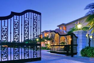 3910-3916-solymar-drive-entryway-gate-sarasota-florida-siesta-key-gulf-of-mexico-photograph